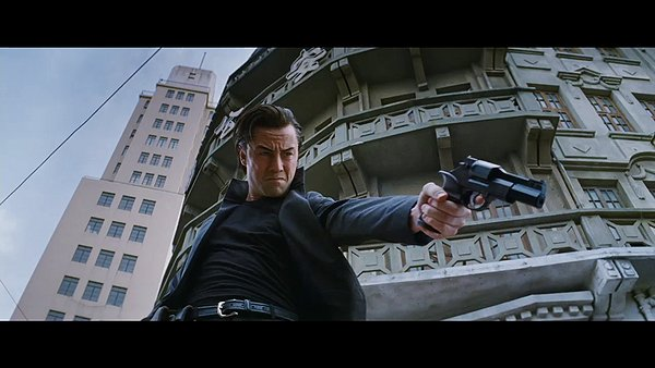 Joseph Gordon-Levitt kills bad guys for a living in the year 2044.